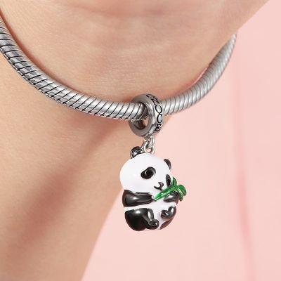 Panda Abrazando Charm De Bambú